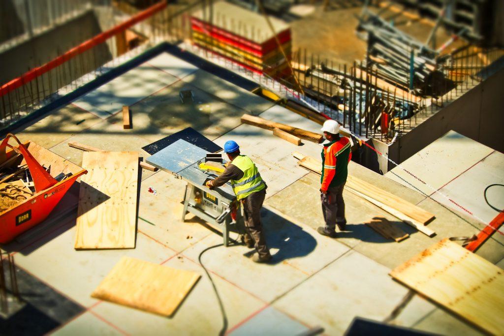 travailleurs-qui-construisent